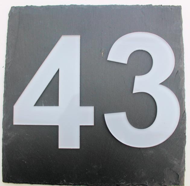 Schieferplatte mit Hausnummer aus Acryl 20 x 20 cm