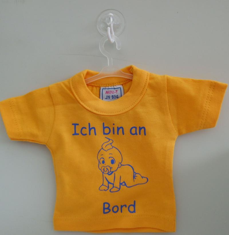 Mini T-Shirt Gelb mit Spruch Saugnapf und Bügel für PKW, Wohnmobil oder Wohnwagen